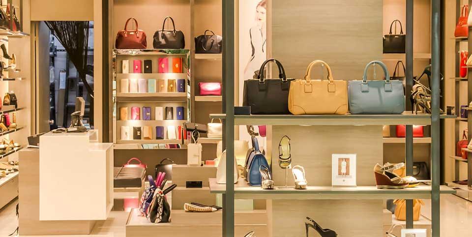Ausstellungsraum eines Modegeschäfts