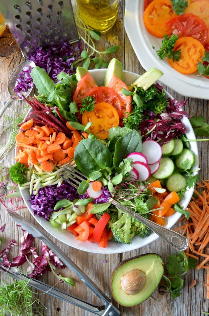 Gesunde und farbenfrohe Bowl