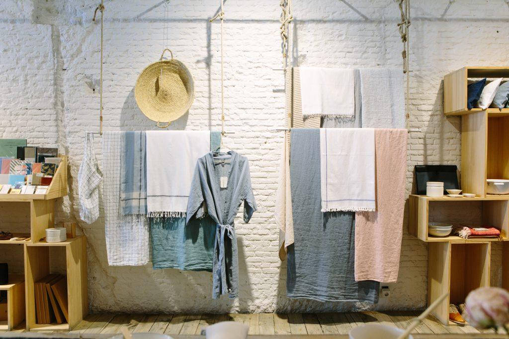 Ausstellung von Kleidungsstücken
