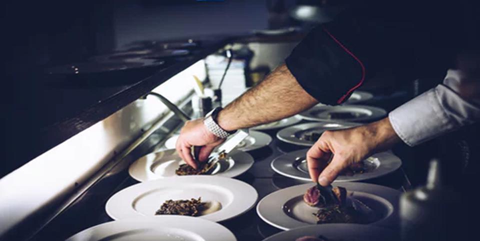 Zubereitung von Tellern