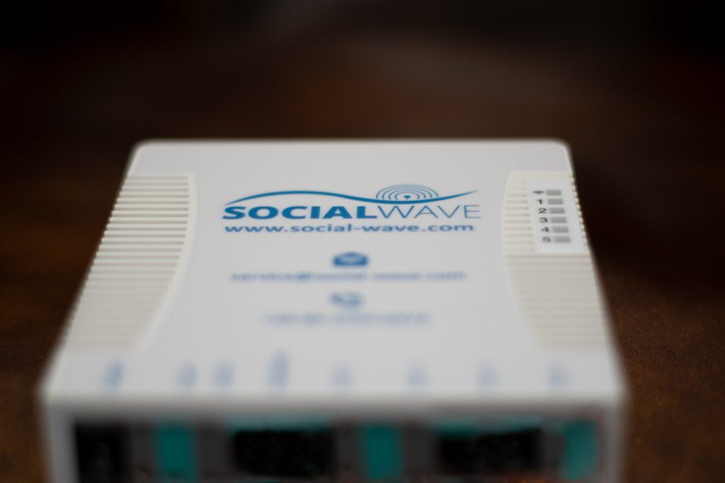 Router mit Socialwave-Aufschrift