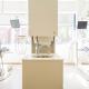 2 leere Stühle in einer Zahnarztpraxis